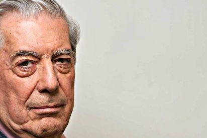 Mario Vargas Llosa reaparece en los tradicionales cursos de El Escorial tras su accidente