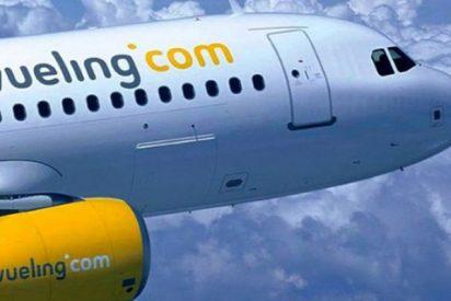 Vueling no permite el acceso al avión a una pasajera que llevaba un body escotado y las redes se encienden
