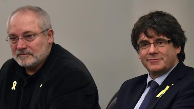El fanático Torra, socio de Pedro Sánchez, contrata por 85.000 € al exconsejero fugado Lluís Puig