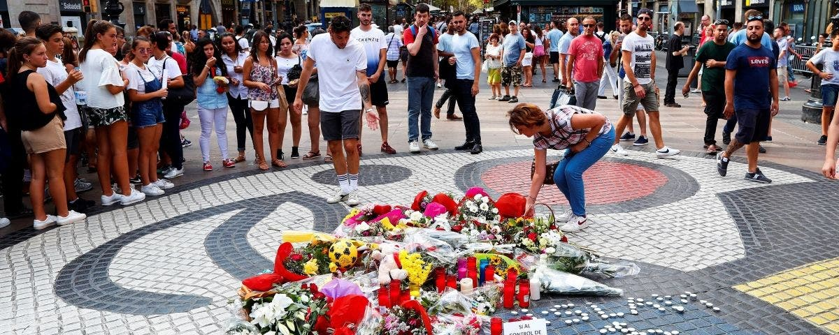 """17-A: La Iglesia española """"reza intensamente por la paz y el cese del terrorismo"""""""
