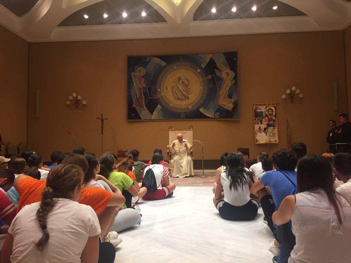 Francisco invita a los jóvenes a protegerse de la hipocresía
