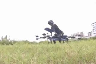 Este inventor chino muestra su increíble 'scooter volador' de diseño casero