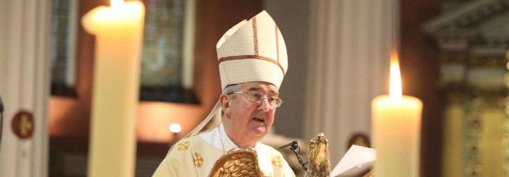 """El arzobispo de Dublín implora al Papa que aborde el """"resentimiento"""" producido por los abusos"""