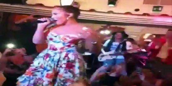 Jennifer López arrasa con este concierto improvisado en un restaurante de Capri