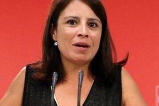 """Adriana Lastra deja en paños menores a sus compañeros del PSOE con dos tuits en contra de los """"puteros"""""""