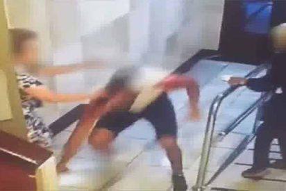 Las dos ancianas saltaron contra el ladrón durante el brutal atraco en un portal de Bilbao