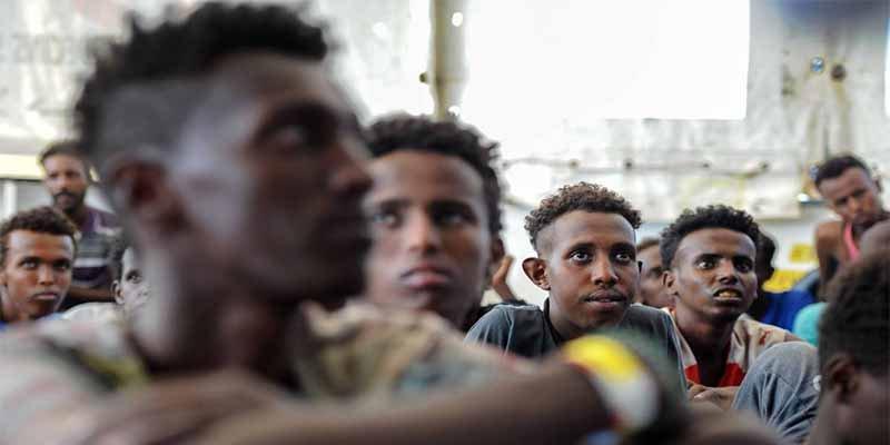 Pedro Sánchez intenta apuntarse un tanto con los inmigrantes, pero la UE le chafa la jugada