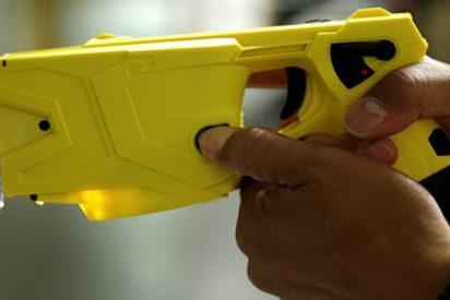 Este policía utiliza un arma eléctrica contra un perro en EE.UU.