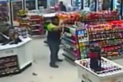 El empleado mata sin piedad al ladrón en una tienda en México