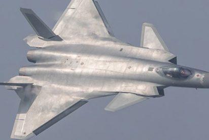 Así son los J-20 Dragón Poderoso y F-22 Raptor: los mejores cazas furtivos de China y EE.UU.