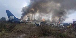 Milagro en México: Un avión de Aeroméxico se estrella nada más despegar y sobreviven los 101 pasajeros