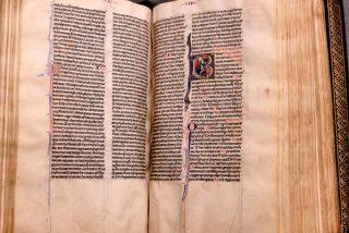 Esta Biblia extremadamente rara, redescubierta tras 500 años, 'atestigua la historia' del cristianismo