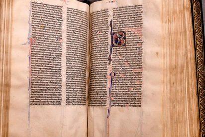 """Recuperan tras 500 años esta Biblia extremadamente rara que """"atestigua la historia"""" del cristianismo"""