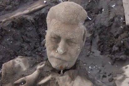 Disputa por un busto de Stalin encontrado en un estanque