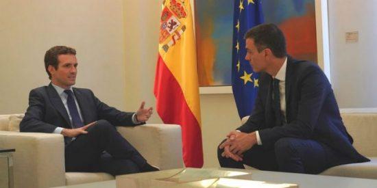 Pablo Casado pincha la reforma constitucional con la que Pedro Sánchez planeaba premiar a los independentistas de Cataluña