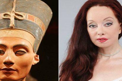Esta mujer se ha hecho 51 cirugías para ser igual que Nefertiti