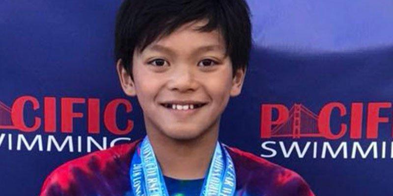 Este niño de 10 años bate un récord de natación de Phelps
