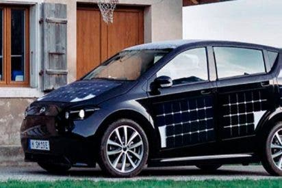 Una compañía alemana promete coches eléctricos que se recargarán aparcados al sol