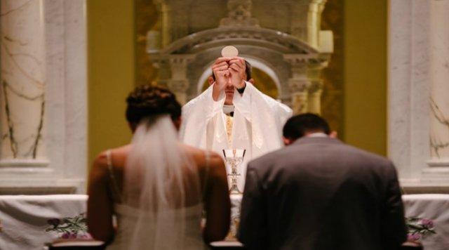 """Las """"bodas de obispos"""" están de más"""