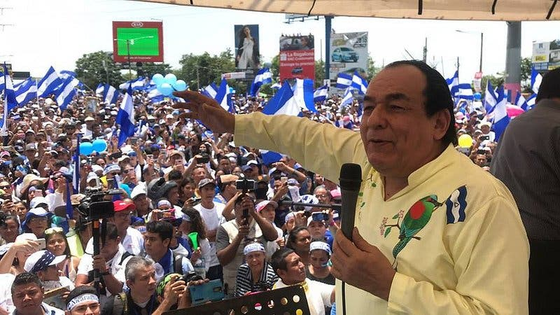 Carlos Mejía Godoy sale al exilio debido a la persecución del régimen de Ortega