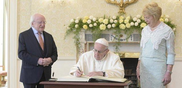 """El primer ministro irlandés pide al Papa """"que se haga justicia"""" con las víctimas de abuso en todo el mundo"""
