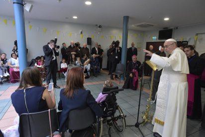 """Francisco, con las personas sin hogar: """"Vosotros sois la Iglesia, el pueblo de Dios, Jesús está con vosotros"""""""