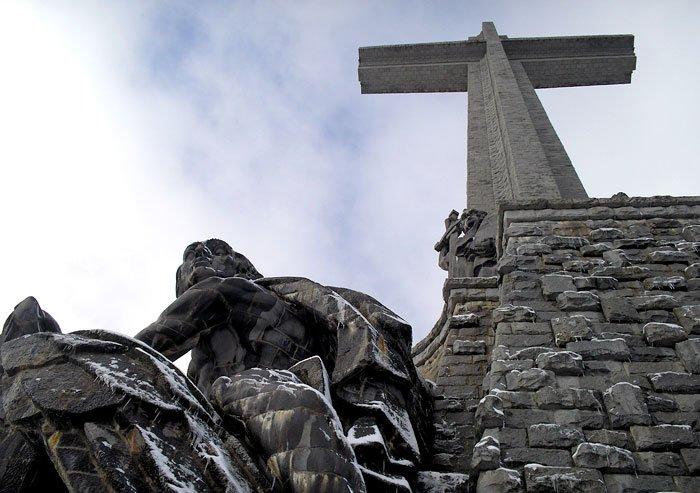 La Abadía del Valle se autoimpone silencio