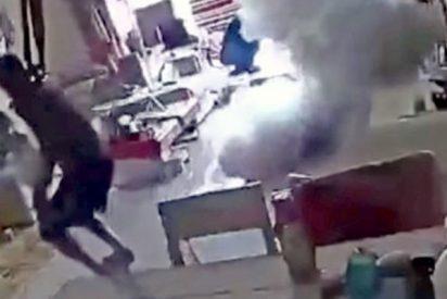 Se salvan por un pelo cuando un patín eléctrico explota en medio de su casa