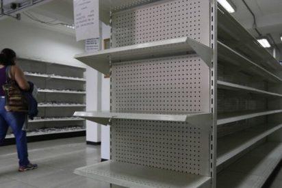 """""""Pillados con las manos en la masa"""": Empresario vasco graba cómo esconden productos en una farmacia venezolana"""