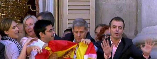Pisarello se ha llevado a su novia como 'asesora' al viajecito de un mes por Uruguay y Argentina