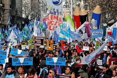 Los profesores argentinos inician una huelga por los bajos salarios