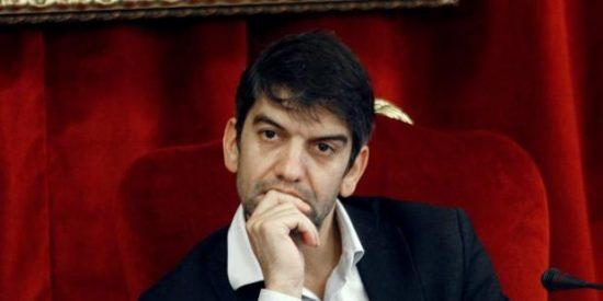 El alcalde de Ferrol quiere tirar a la fosa común los restos de cuatro familiares de Franco