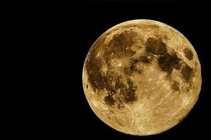 Momento en que dos meteoritos impactan contra la Luna y crean nuevos cráteres