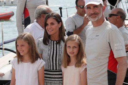 La Princesa Leonor, la infanta Sofía y Doña Letizia se 'dejan ver' con el Rey en el Real Club Naútico de Palma