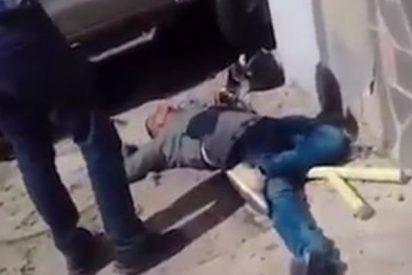 La violenta reacción de un conductor venezolano contra dos ladrones: aceleró y los aplastó contra una pared