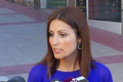 """El aborto mental de un ginecólogo separatista atacando en Twitter a una senadora de Ciudadanos: """"Te voy a dar dos hostias, mala puta"""""""