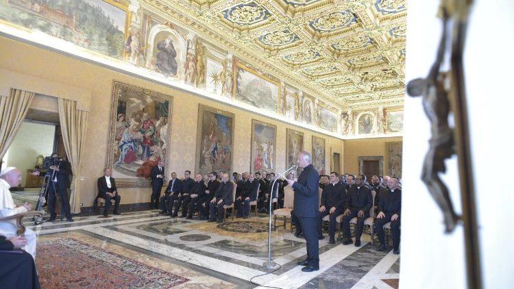 """El Papa, a los oblatos: """"Sean cartujos en casa y apóstoles fuera de ella"""""""