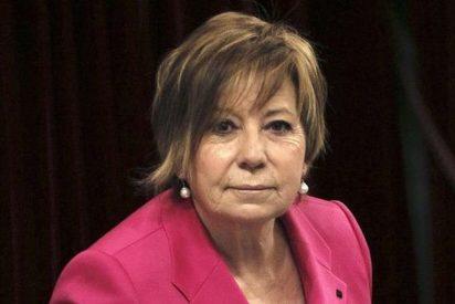 Pablo Casado 'jubila' a Celia Villalobos tras 30 años en la Diputación Permanente del Congreso