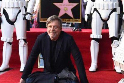 Mark Hamill propone que cambien la estrella del Paseo de la Fama de Donald Trump por la de Carrie Fisher