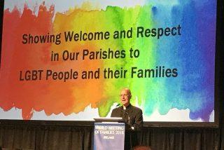 """James Martin, en el EMF: """"Los católicos LGBT pertenecen a la Iglesia tanto como el Papa"""""""