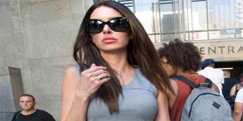 Asesinato: encuentran estrangulada en su cama a ex modelo de Playboy