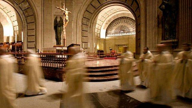 Pablo Casado sugiere a Sánchez dar a la Iglesia la gestión de la basílica del Valle de los Caídos