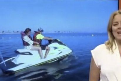Esta reportera sufre 'en directo' un divertido percance a bordo de una moto acuática