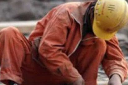 Una mujer muere de cáncer por abrazar a su marido y lavar su uniforme de trabajo durante años