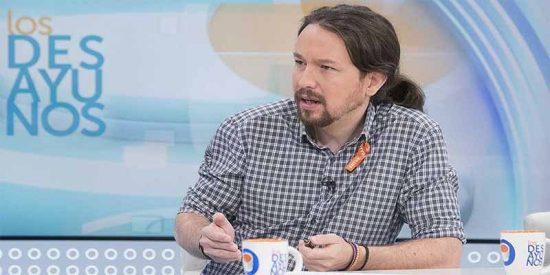 La RTVE de Pablo Iglesias silencia el 'enchufe' de Begoña pero se hincha a hablar del máster de Casado