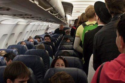Pánico en este avión de Ryanair al explotar una batería externa de un móvil