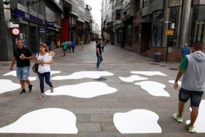 """El Ayuntamiento podemita de La Coruña pinta 'pasos de vaca' porque """"Las cebras no les representan"""""""