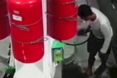 Este pirómano prende un fuego en una gasolinera y hiere gravemente a un hombre en Nueva York