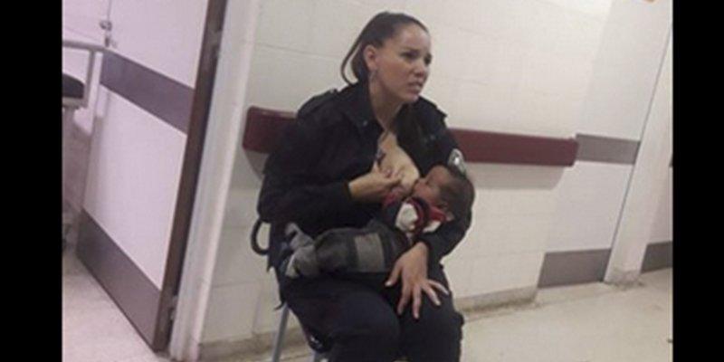 Esta imagen de una policía amamantando a un bebé cuando estaba de servicio se ha hecho viral