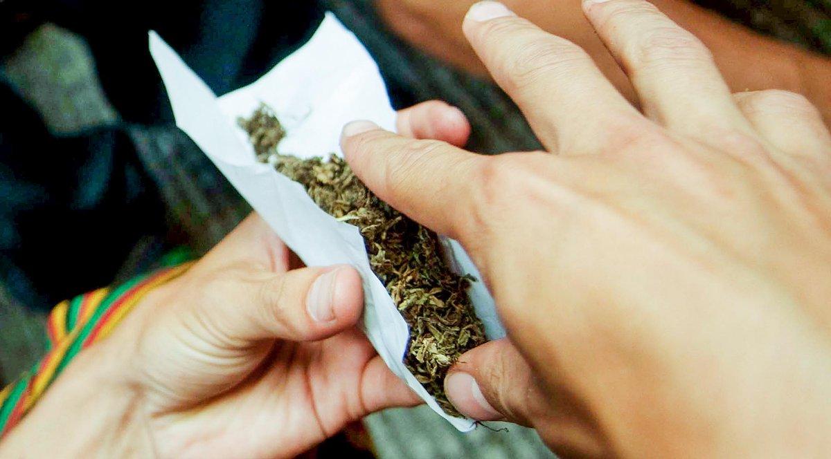 Uno de cada 7 conductores con niños en el coche consumió marihuana recientemente